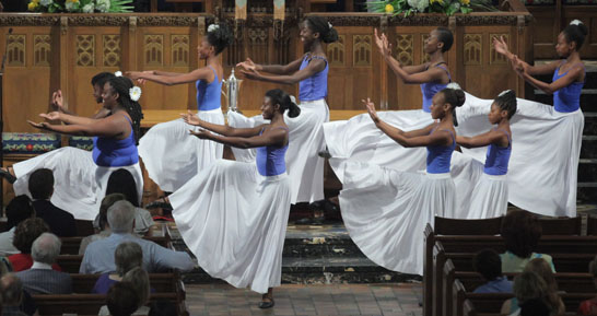 Chicago Lights CLASS Offers Liturgical Dance at Fourth Presbyterian Church